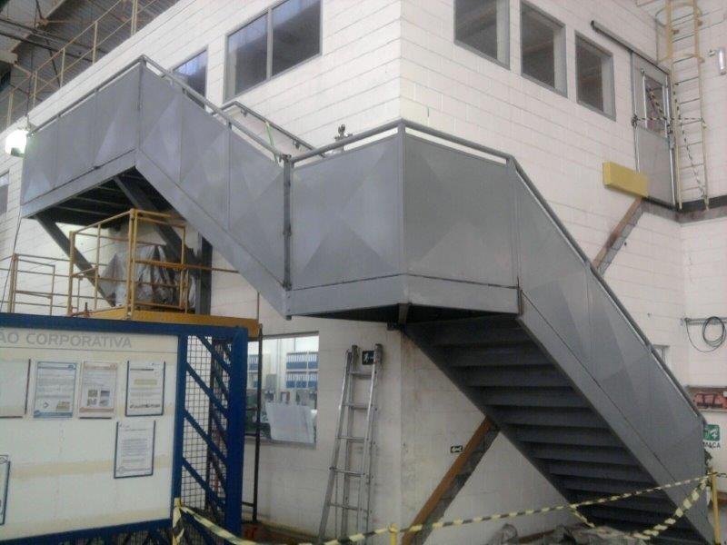 Escada plataforma industrial