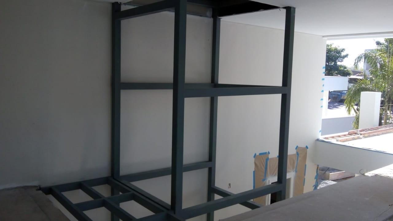 Estrutura metálica elevador