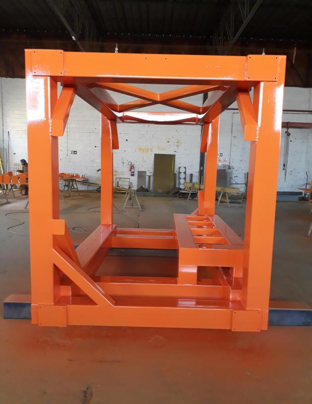 Estrutura metálica de equipamentos